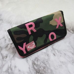 🍍Pick 4 items from my Closet for $20 Roxy Wallet